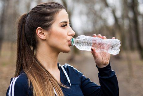 การลดน้ำหนักด้วยการดื่มน้ำเปล่า